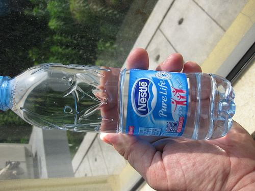 Selling bottled water from around the world. Site provides water facts, water-related gifts and monthly water delivery.