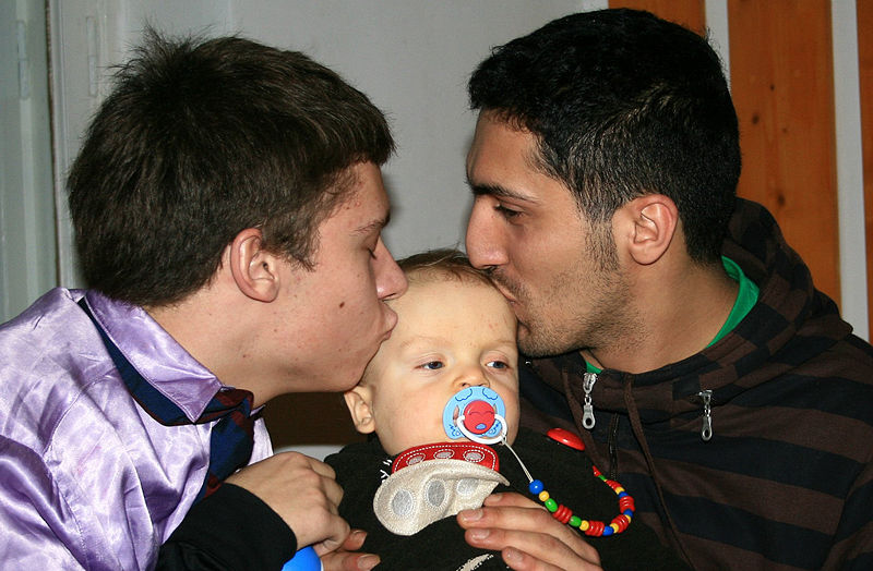 male_couple_with_child-01.jpg