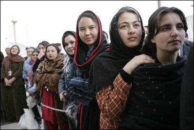 http://change-production.s3.amazonaws.com/photos/wordpress_copies/womensrights/2010/10/Afghan-Women.jpg